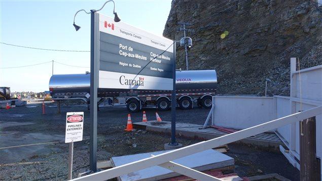 Travaux de décontamination au port de Cap-aux-Meules