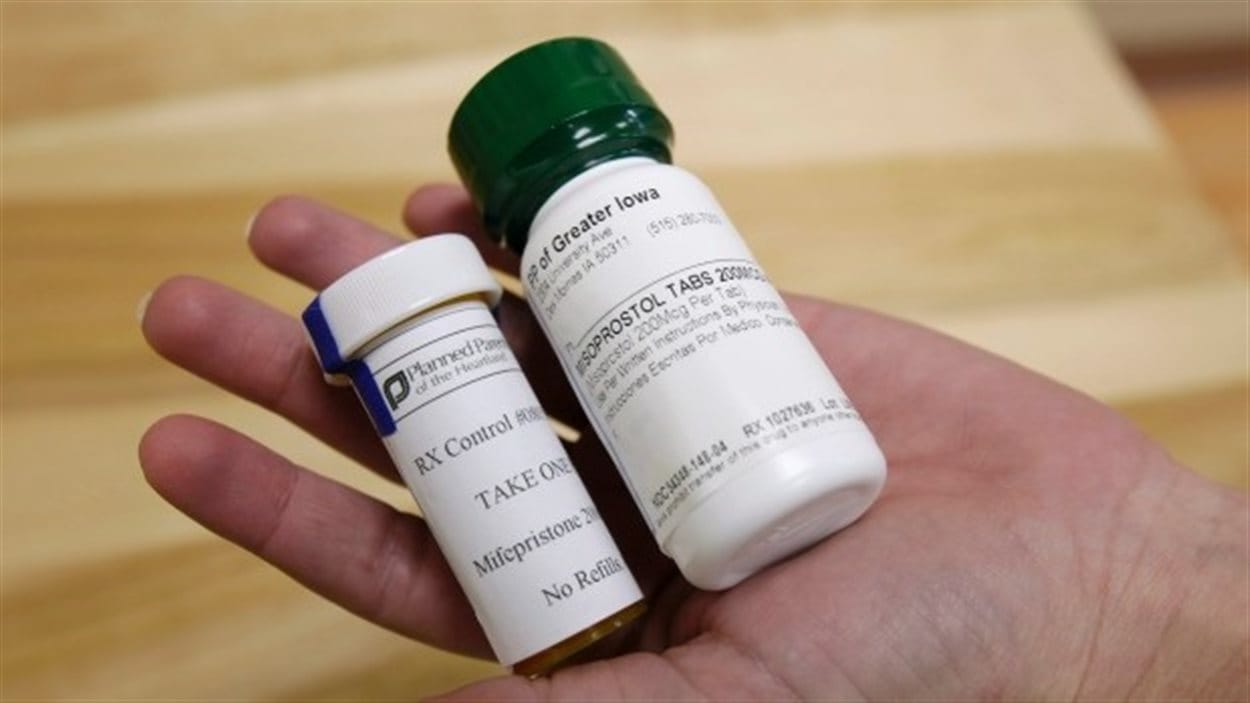 La pilule abortive Mifegymiso sera disponible en 2016 au Canada.