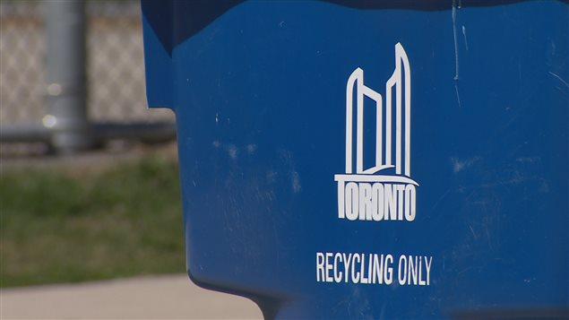 L'Ontario a mis sur pied un des premiers systèmes de boîtes bleues au monde