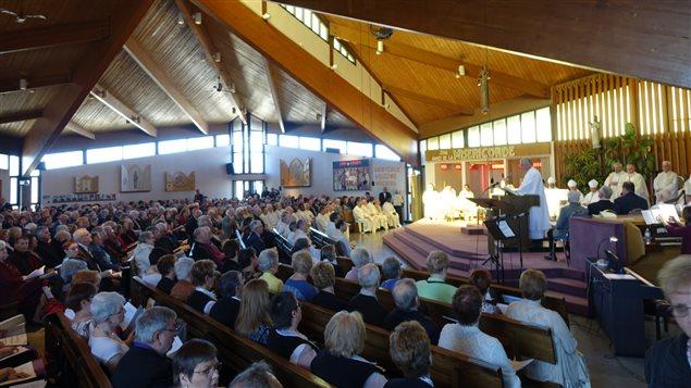 La cathédrale Notre-Dame de Hearst était pleine. Environ 500 personnes ont assisté à la cérémonie.