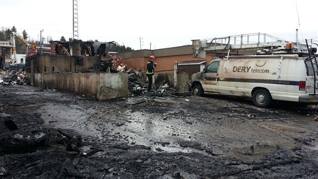 L'immeuble de l'entreprise Dery Telecom a été ravagé par les flammes.