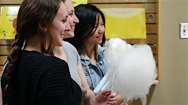 Le CS3R prépare de la barbe à papa équitable au Collège Laflèche.