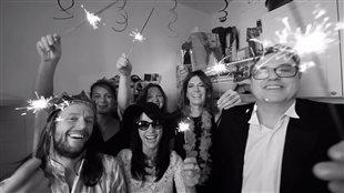 Image tirée de la vidéo promotionnelle du spectacle Poésie, sandwichs et autres soirs qui penchent
