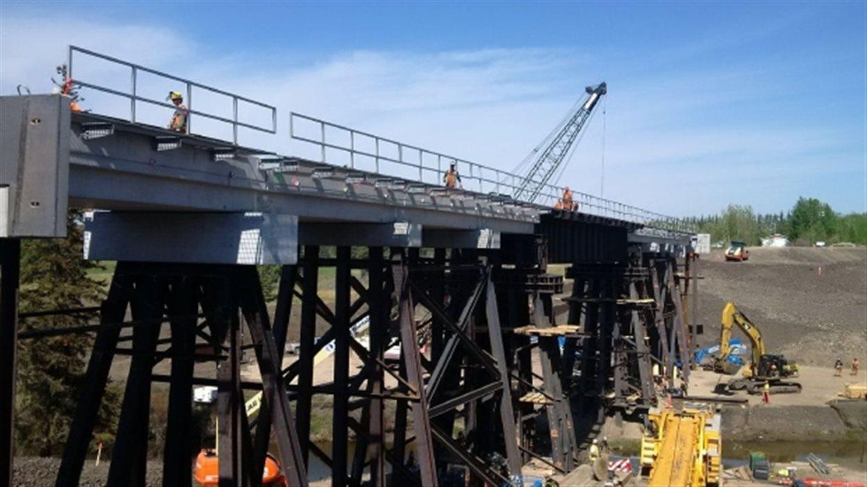 Le nouveau pont de Mayerthorpe appartenant au Canadien National a été terminé dimanche.