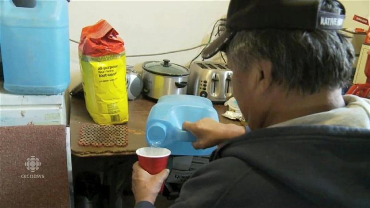 Plusieurs communautés autochtones au Canada font face à des problèmes d'eau potable.