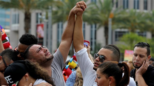 Des proches de victimes de l'attentat d'Orlando.