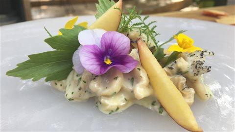 Bourgots mayonnaise, pêche, raifort et livèche