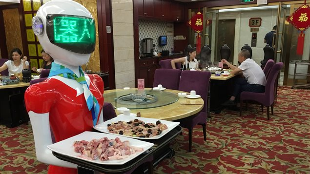 On a troqué les serveurs pour des humanoïdes dans certains restaurants