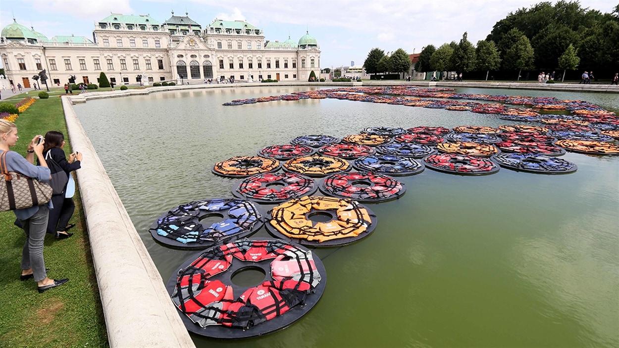 L'installation « F Lotus » d'Ai Weiwei aux jardins du Belvédère à Vienne, en Autriche