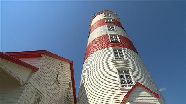Le phare, qui comprend un rez-de-chaussée et six étages, représente un lieu de vie et de travail.