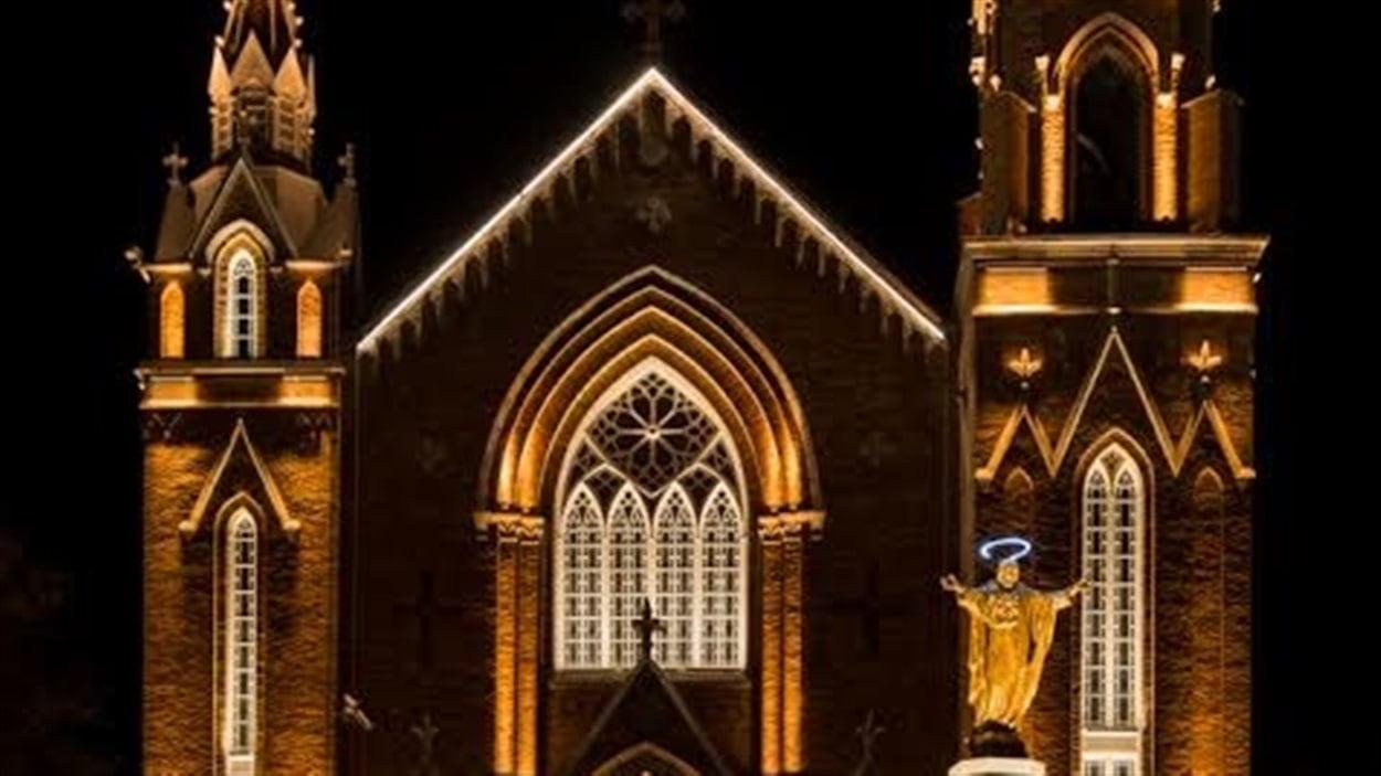 L'église Sainte-Agnès illuminée par le nouveau système de lumières