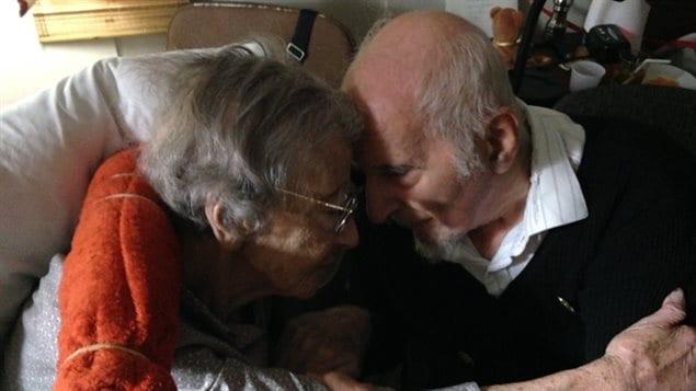 Ursula Franklin et son mari, Fred, mardi dernier à Toronto. L'ex-professeure de l'Université de Toronto s'est éteinte vendredi.