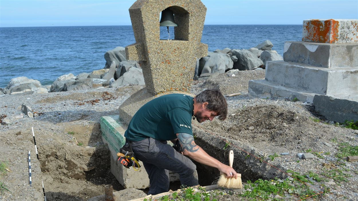 La cloche et le Monument-aux-Irlandais doivent être déplacés.