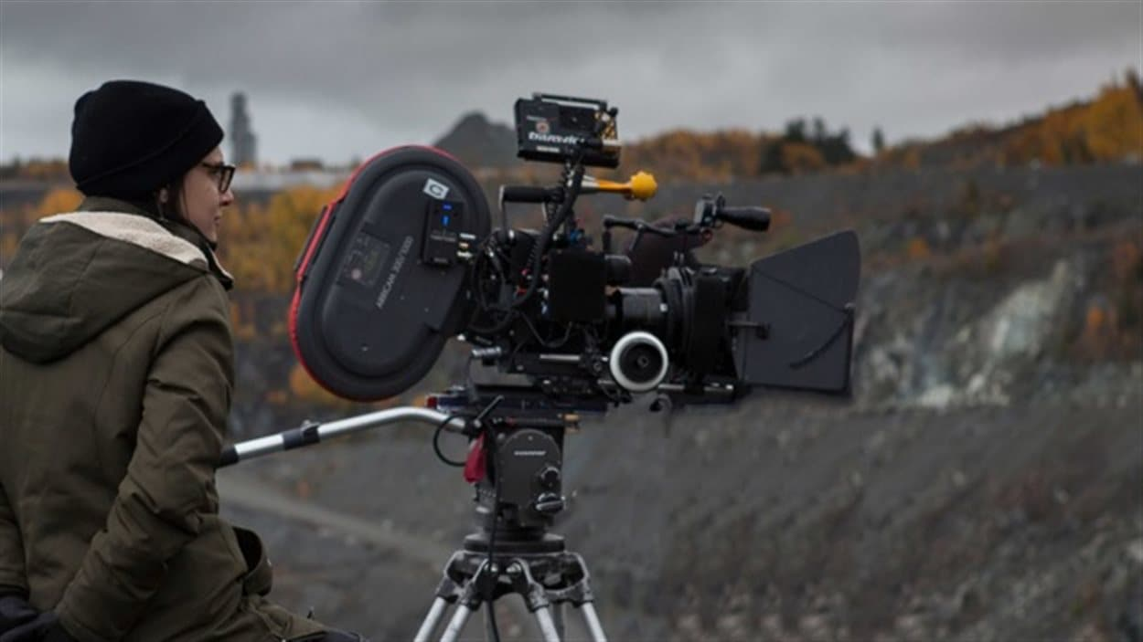 La réalisatrice Chloé Robichaud en tournage de  Pays