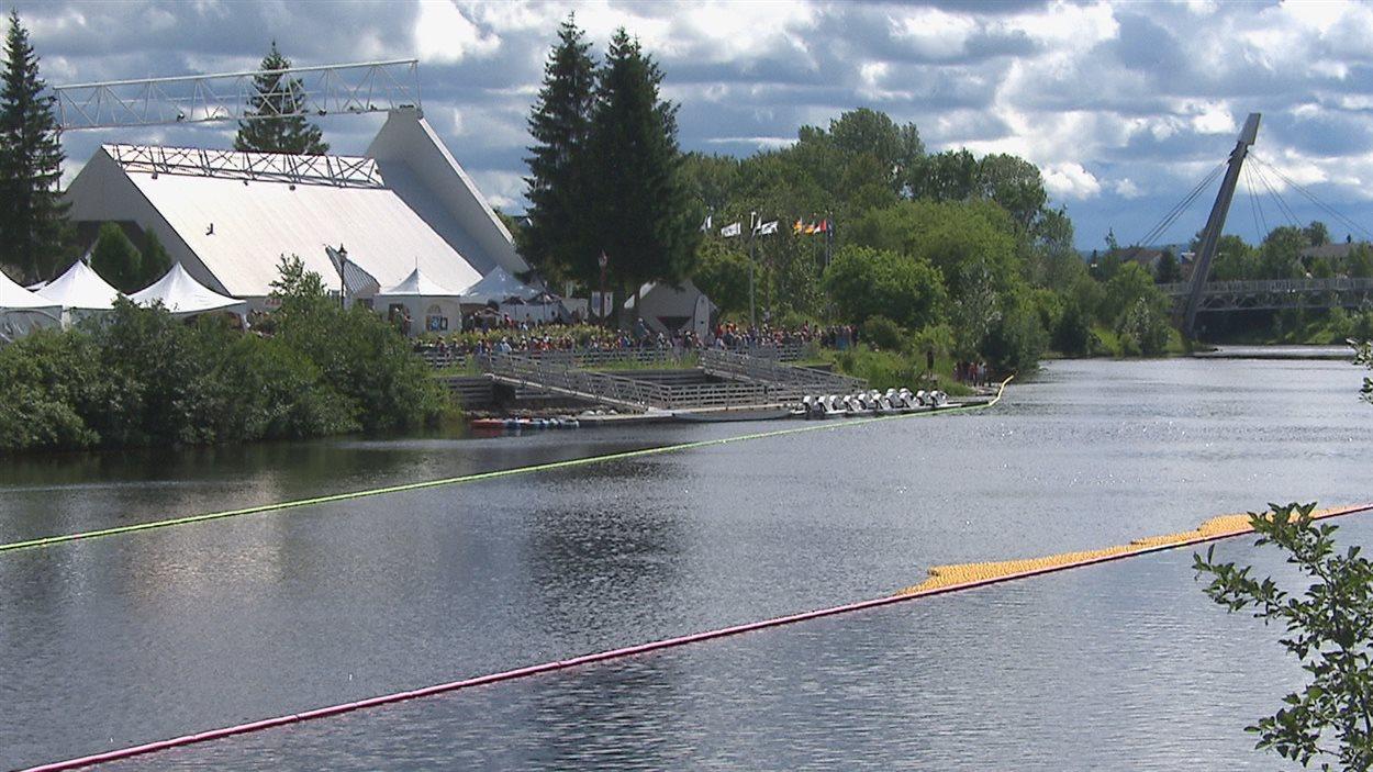 La 26e course des canards s'est déroulée dimanche sur la rivière aux Sables à Jonquière.