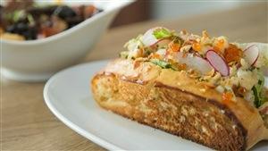 Guédille au homard, caviar et fenouil