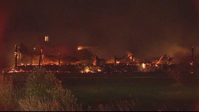 La ferme du maire de Mont-Carmel a été complètement détruite par l'incendie.