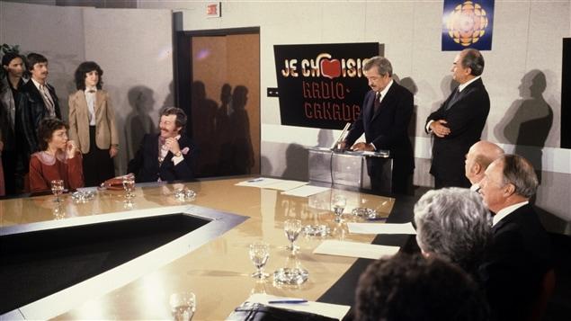 Dans une salle de conférence pour le lancement de la nouvelle saison (affiche