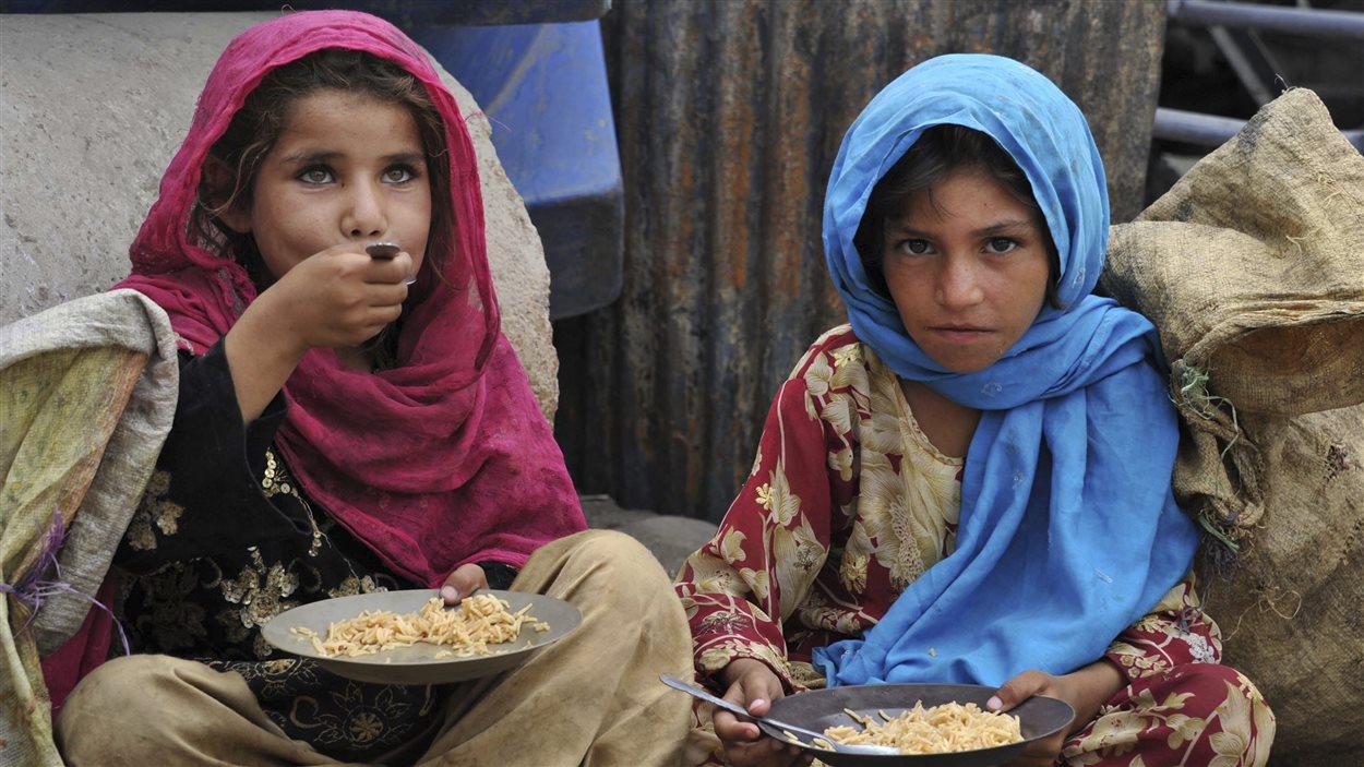 Deux jeunes Afghanes à Jalabad.