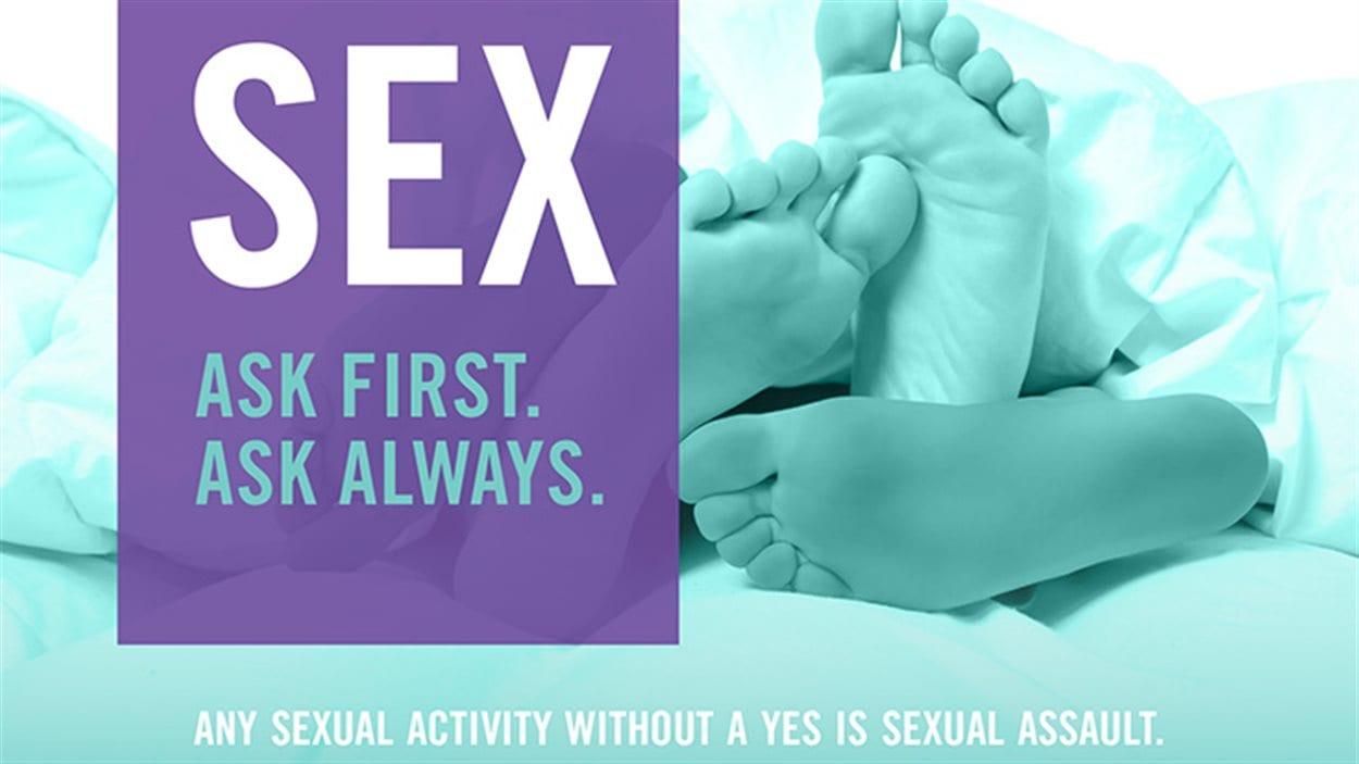 Affiche de sensibilisation au harcèlement sexuel visible dans l'enceinte de l'Université de Winnipeg.