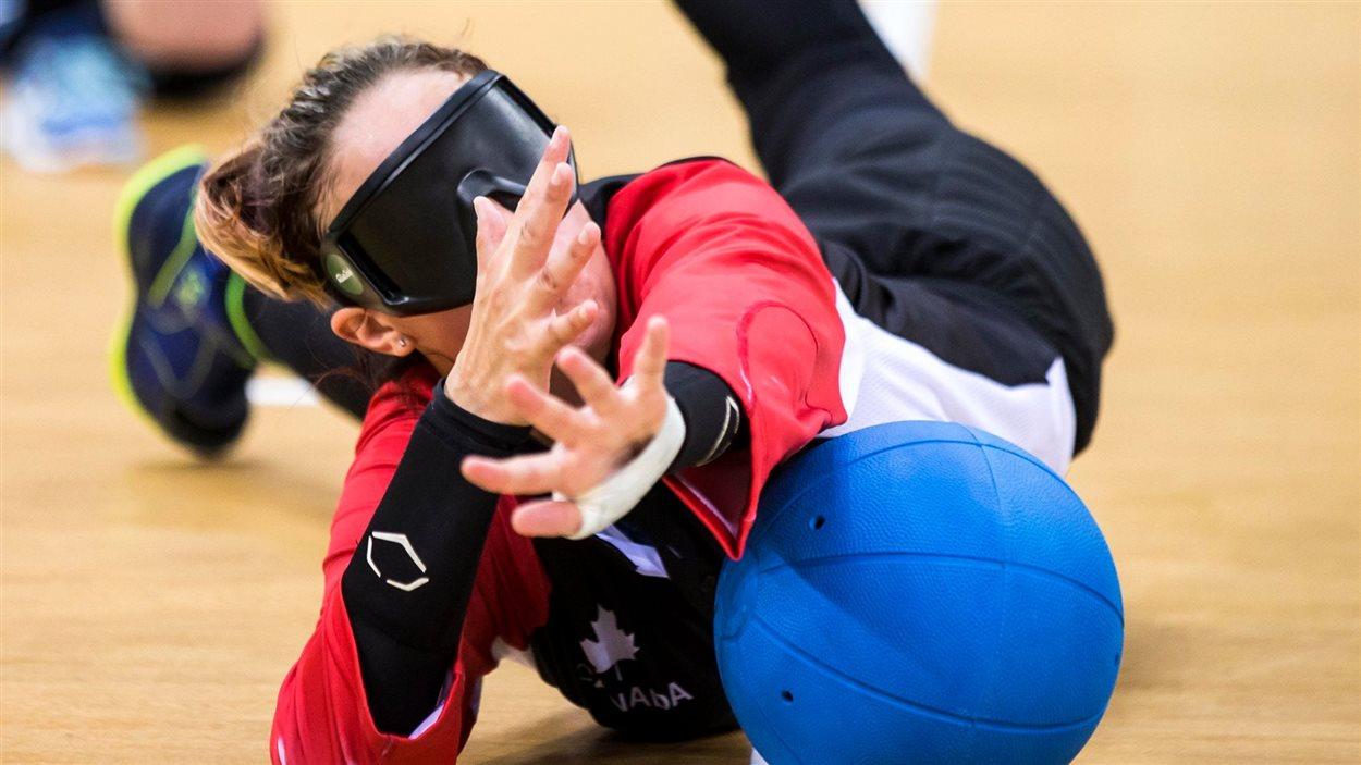 L'équipe canadienne de goalball féminin remporte un premier match.