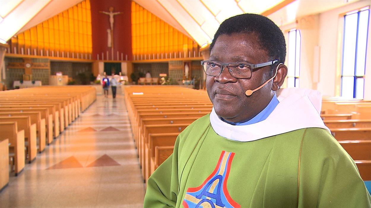 Le prêtre André Mwanba