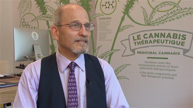 Le docteur Michael Dworkind, directeur médical de la clinique Santé Cannabis à Montréal