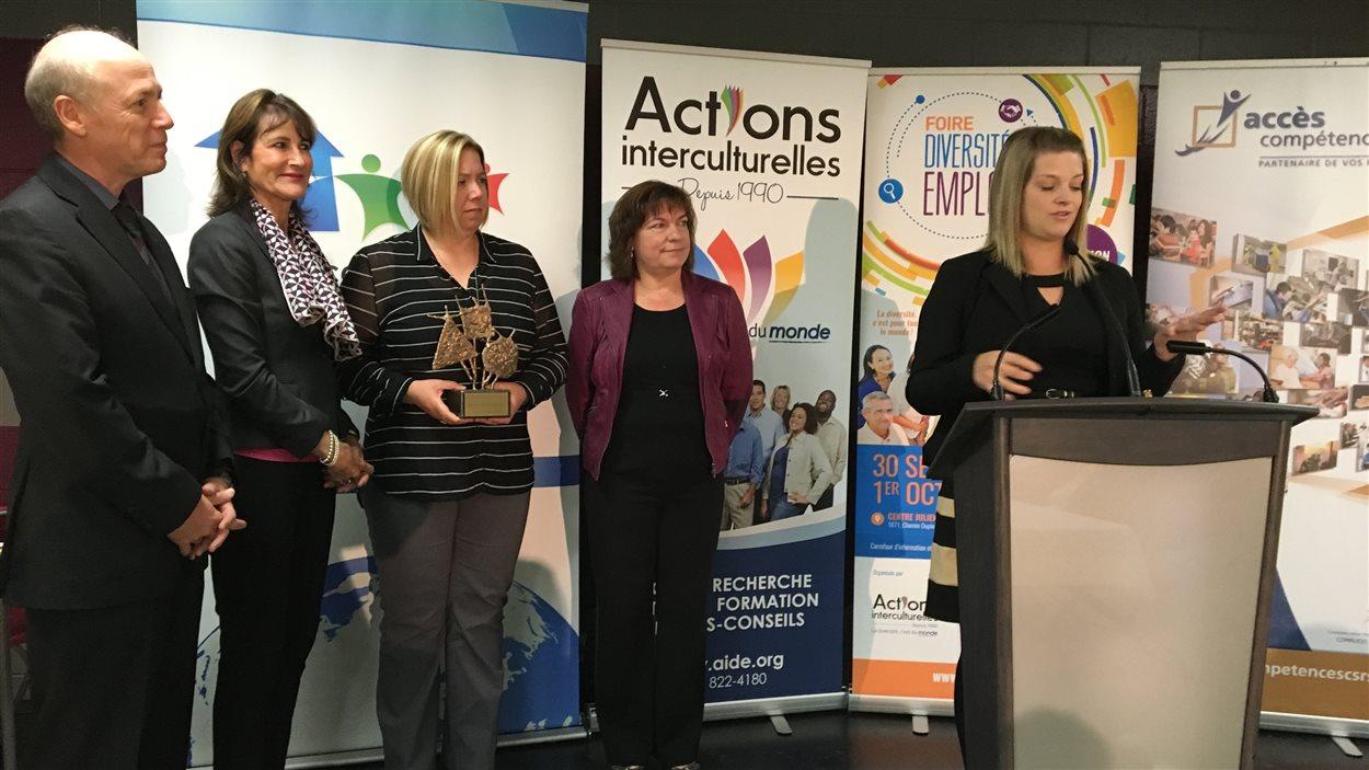 Quatre entreprises de l'Estrie ont reçu un prix leur implication dans l'embauche de personnes immigrantes.
