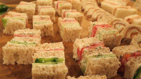 Sandwich aux concombres et tomates