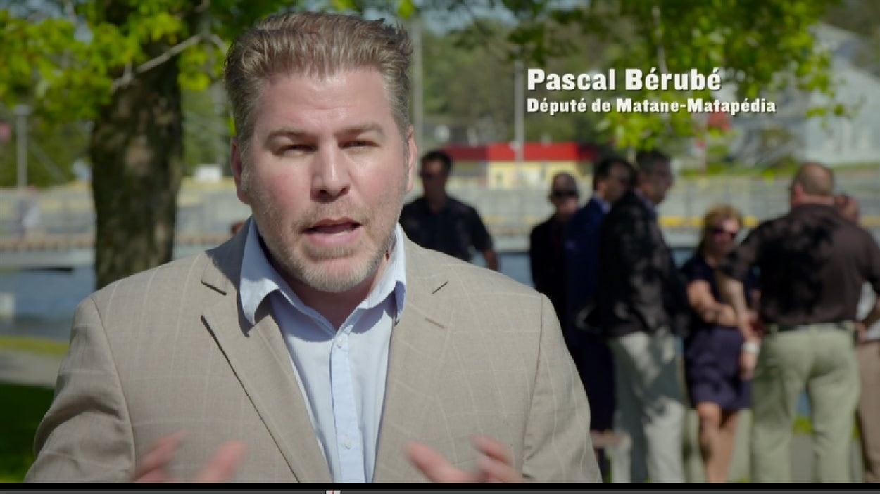 Publicité de Pascal Bérubé pour le regroupement de 10 concessionnaires automobiles de la région de Matane