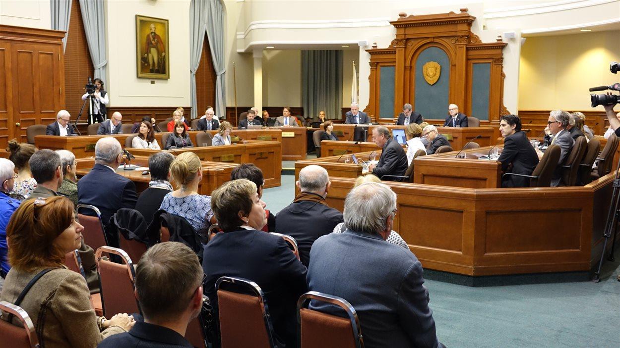 La séance du conseil municipal du 17 octobre 2016 à Sherbrooke