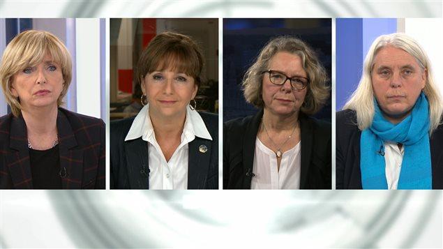 [De gauche à droite] L'animatrice Anne-Marie Dussault, en compagnie des députées Nathalie Roy (CAQ), Mireille Jean (PQ) et Manon Massé (QS).
