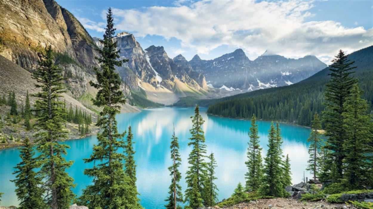 Cette photo du Lac Moraine au parc national Banff est en une du site de Lonely Planet.
