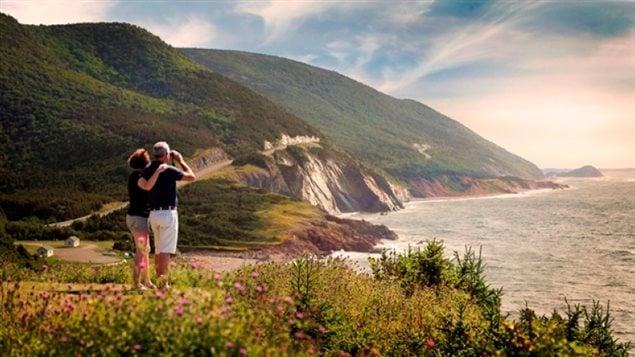 Le sentier Cabot, dans le parc national des Hautes-Terres-du-Cap-Breton, est l'un des plus spectaculaires au Canada selon Lonely Planet.