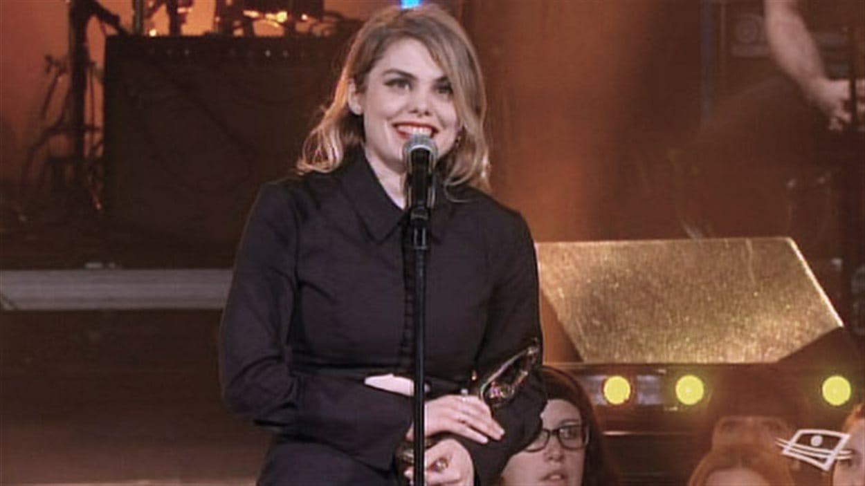 Coeur de pirate a remporté le prix de l'album anglophone de l'année avec « Roses » jeudi à l'occasion du Premier Gala de l'ADISQ.