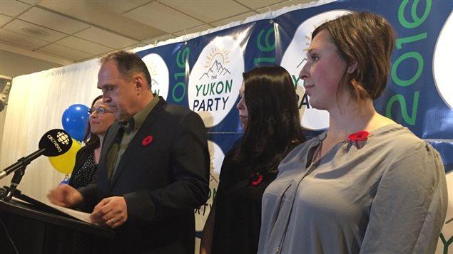 Le chef du Parti du Yukon, Darrell Pasloski, a donné sa démission le lundi 7 novembre 2016.