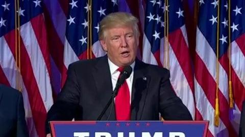 Donald Trump lors de son discours de victoire devant les partisans rassemblés au quartier général des républicains.