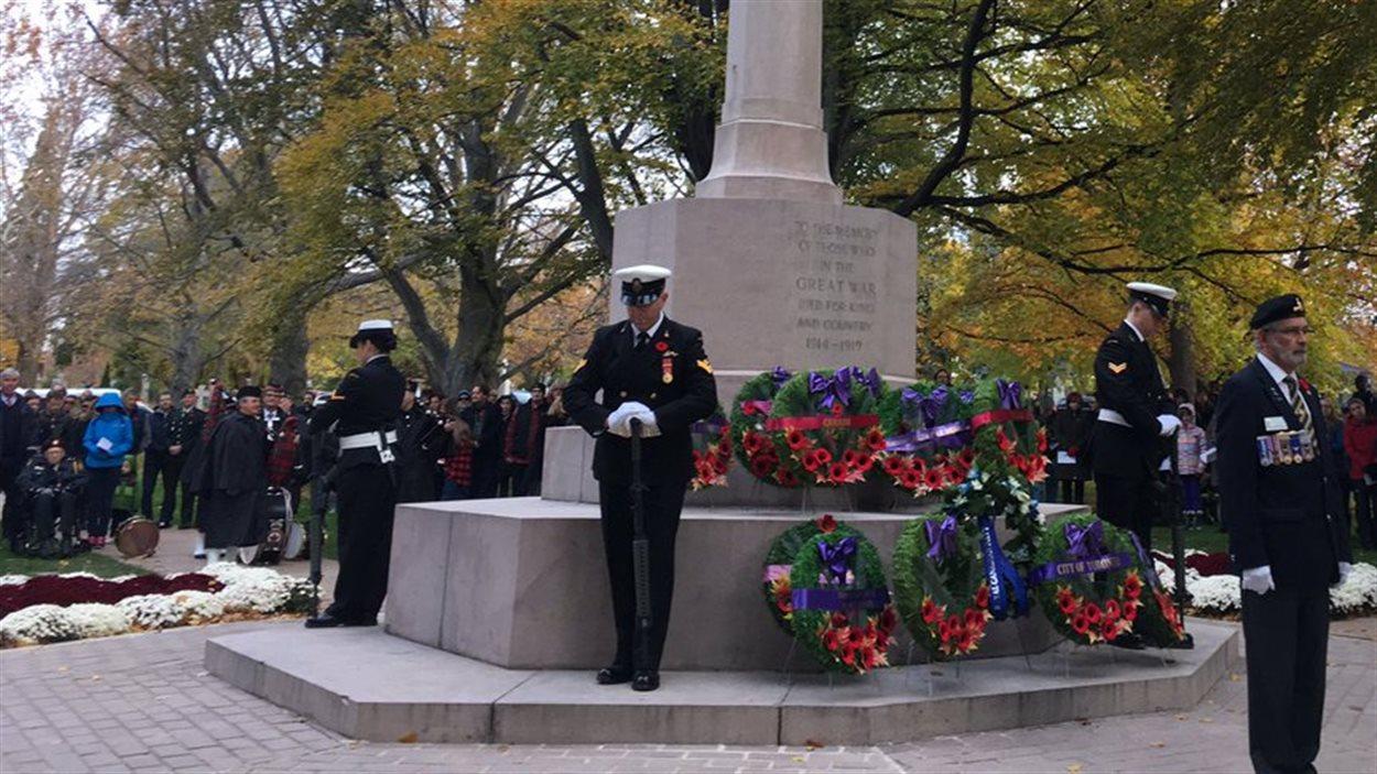 Des centaines de personnes ont assisté à la cérémonie de l'aube à Toronto.