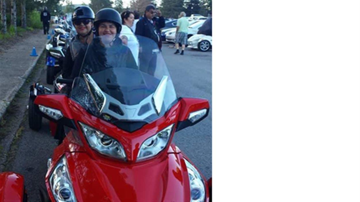 Lise Dion en moto avec sa fille