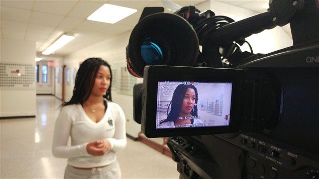 Pendant le tournage de Claudine, participante de Jeun'Info au Manitoba