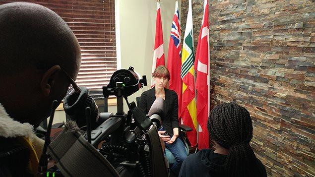 Pendant le tournage d'Océane, participante de Jeun'Info Manitoba