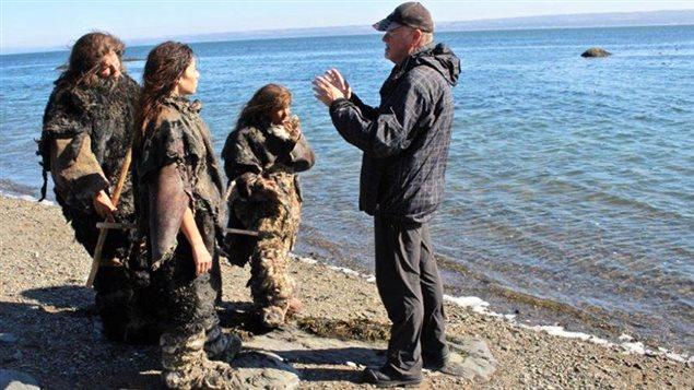Le réalisateur Yves Lévesque dirige les comédiens, lors du tournage à l'Ile verte