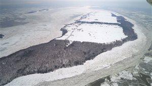 L'île aux Grues est située en plein coeur du Saint-Laurent, à un peu plus de 7 kilomètres de Montmagny.