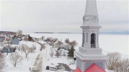L'hiver, entre 95 et 100 habitants vivent sur l'île aux Grues.